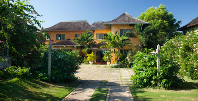 Keela Wee Vacation Rental, Jamaica Luxury Beachfront Vacation Home, Vacation Home Discovery Bay