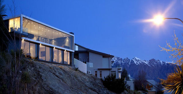 Nice Cliffside Stunner Holiday Rental Queenstown Hill New Zealand